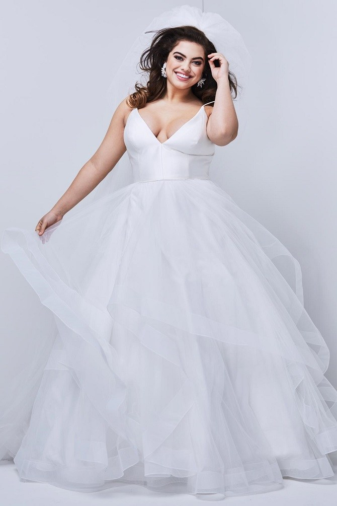 Stunning Plus-Size Wedding Gowns at New York Bride & Groom ...