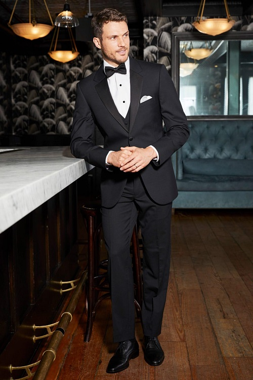 New-York-Bride-Groom-Raleigh-wedding-tuxedo-black-performance-michael-kors-legacy-921