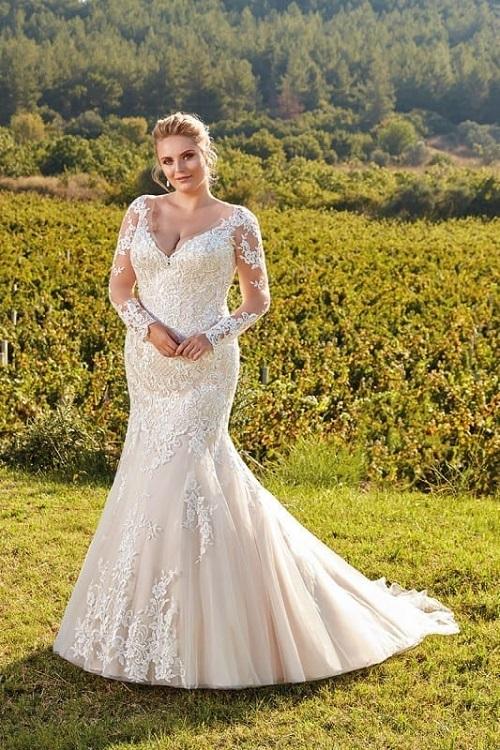 New-York-Bride-Raleigh-eddyk-curvy-wedding-dresses-ur103